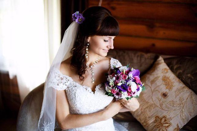 Кружевное свадебное платье силуэта рыбка со шлейфом