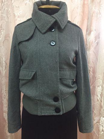 Стильное демисезонное пальто фирмы CRAFTED