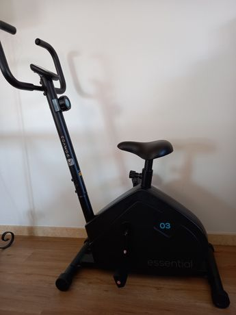 Bicicleta estática decathlon essential 3