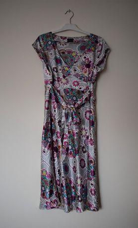 Srebrna suknia w kwiaty