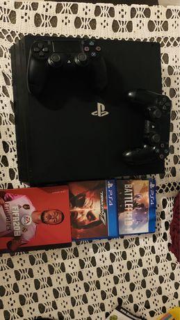 PS 4 pro+ 2 pady + 3 gry