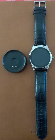Relógio Kruger & Matz com carregador