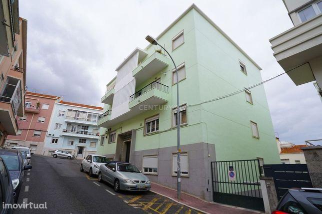 Apartamento T3 transformado em T2 - Dafundo