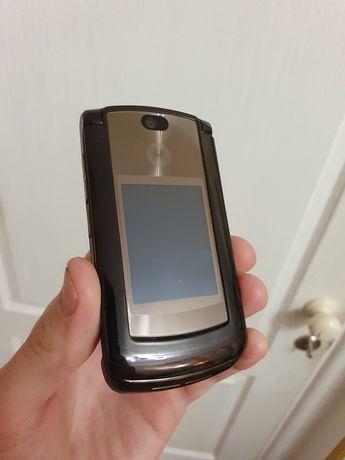 Мобильный Motorola RAZR2 V8 в хорошем, полностью рабочем сост.