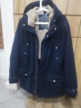 Granatowa kurtka parka z kapturem ocieplana z kieszeniami reserved