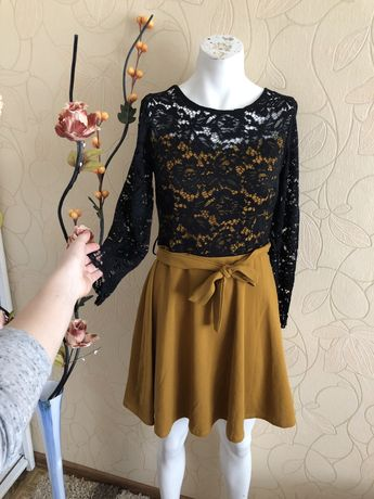 Sukienka koronka czarno-musztardowa