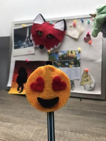 Ozdoba na ołowek z filcu emoji handame