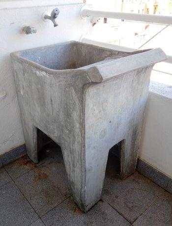Tanque de lavar a roupa em cimento