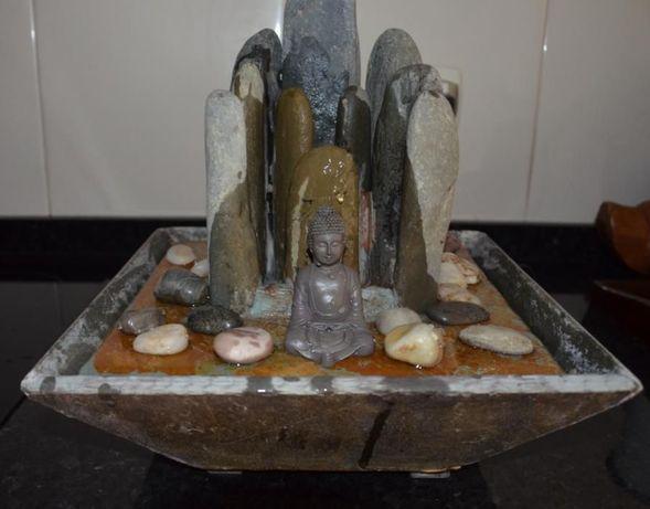 Fonte Feng Shui Buda Sidarta, com iluminação – Material: 100% Pedra!