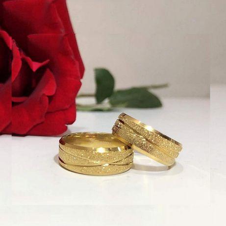Para Złotych Obrączek Ślubnych Diamentowe Nacięcia