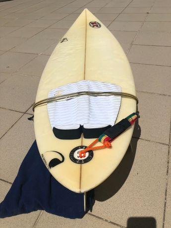 Prancha surf 6.8 usada/ 6.8 surf board used