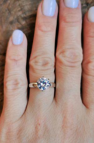 Серебряное кольцо с крупным камнем.Диаметр 8.5мм.Родий.