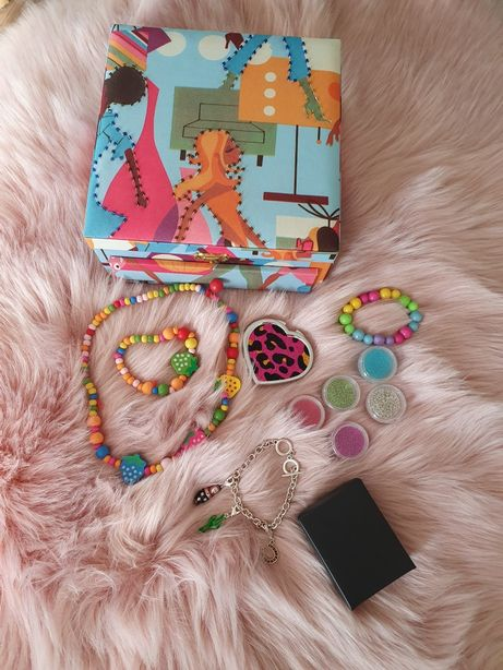 Szkatułka z lusterkiem i biżuterią + gratis
