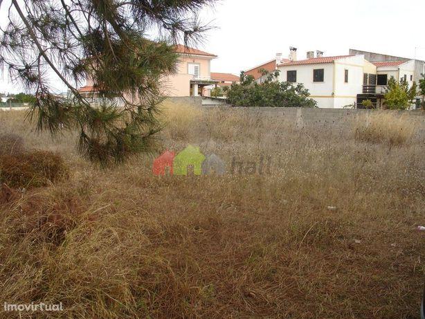 Terreno urbano com 700 m2 para construção de moradia na Quinta da Marq