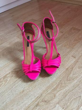 Szpilki sandałki różowe Zara
