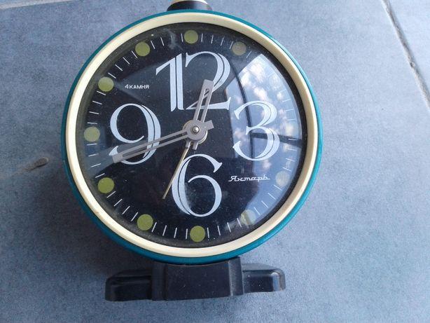Часы - будильник Янтарь