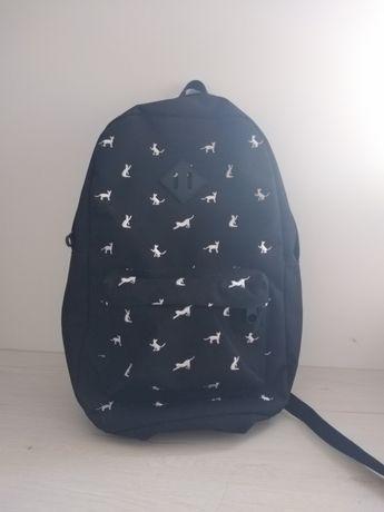 Plecak oryginalny czarny z białymi kotkami