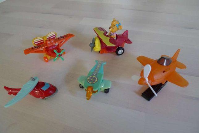 Aviões pequenos vários em plástico