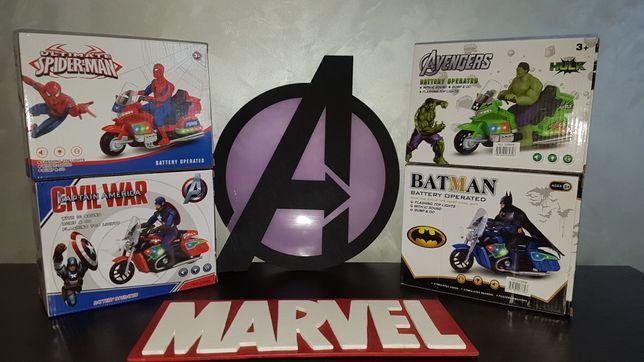 Супергерой на мотоцикле: Халк,Спайдермен,Капитан Америка,Бетмен.