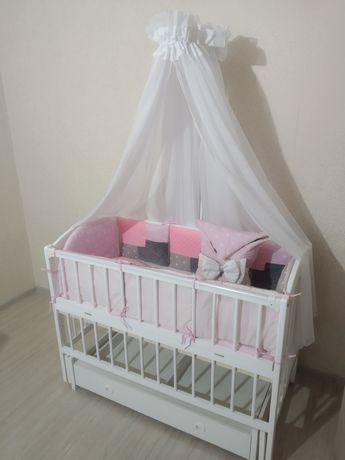 Кроватка детская с маятником и ящиком со всем комплектом белья(кровать