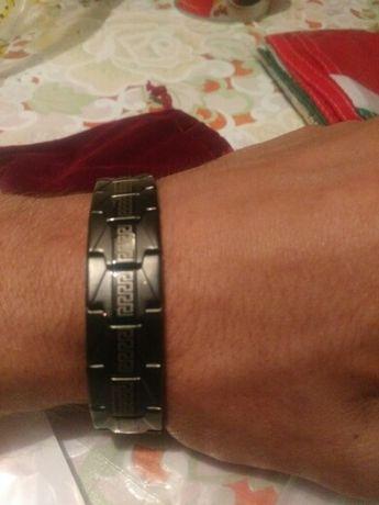 Мужской браслет черный отлично выглядит