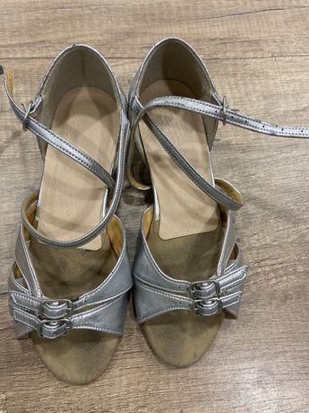 Продам туфли для бальних танцев для девочки 18,3см по стельке