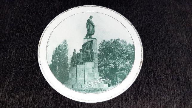 Настенная тарелка Буди Памятник Шевченко в Харькове Ф18см