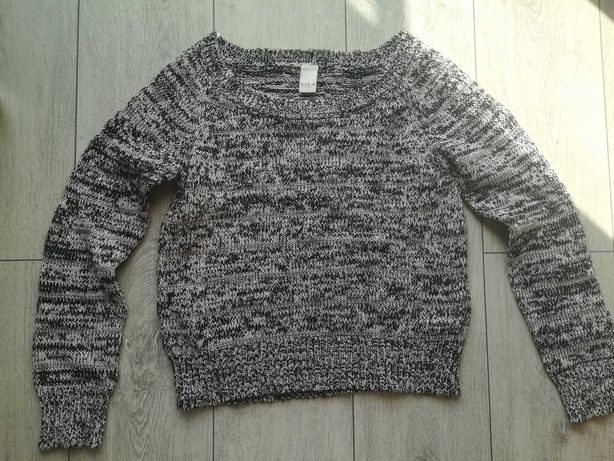 Biało czarny sweterek