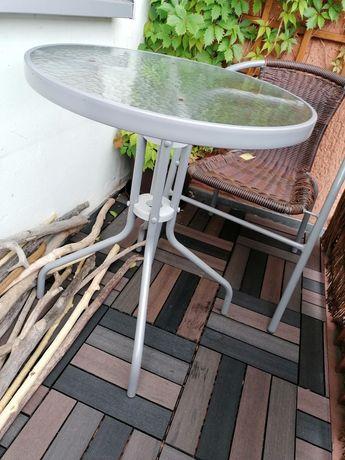 Stolik ogrodowy ze szklanym blatem