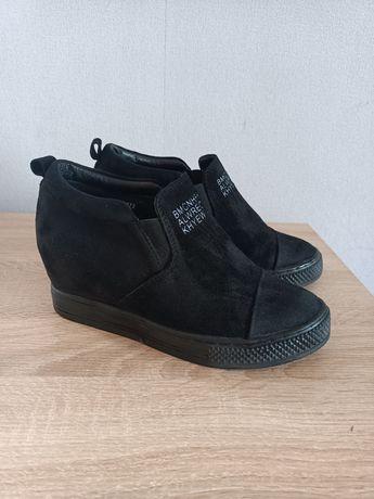 buty sneakersy zamszowe na koturnie