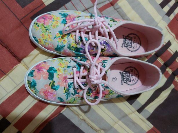 Sapatilhas/Ténis às flores marca Gioseppo tamanho 37