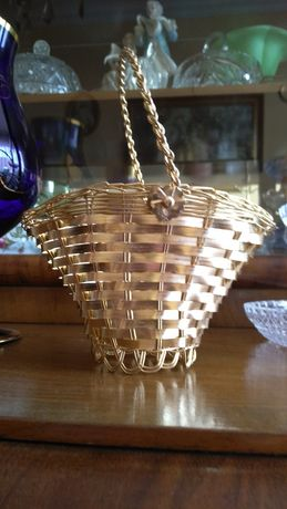 Złoty koszyczek druciany