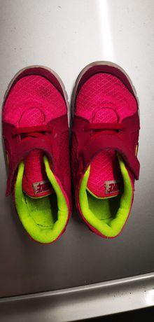 Ténis Nike de menina, tamanho 26