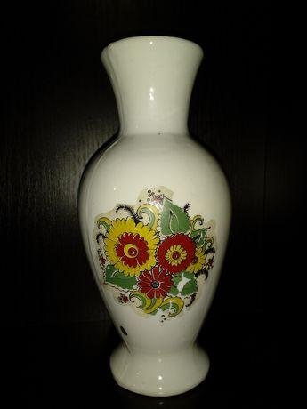 Фарфоровая ваза.