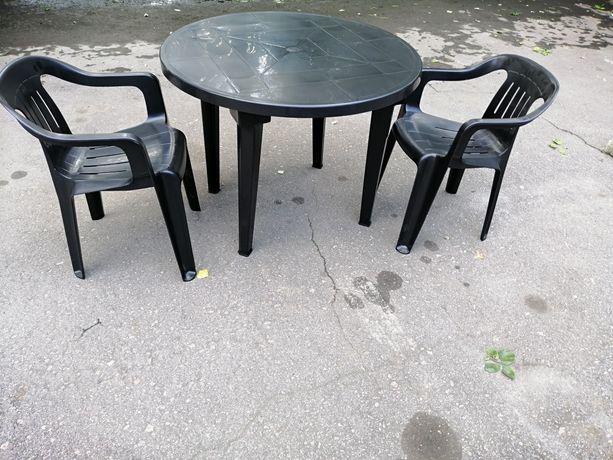 Стол пластиковый. Стул.