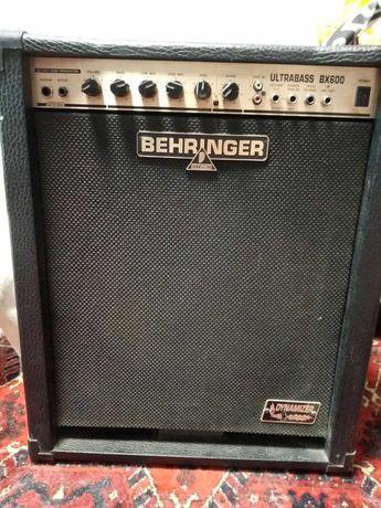 Басовый комбик 60ватт Behringer ultrabass BX600