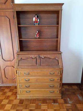 Móvel 3 em 1: Comoda, estante e escrivaninha/secretária num só!