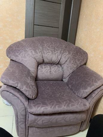 Лиловое большое кресло в идеальном состоянии