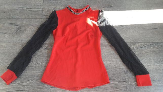Czerwone bluzka z czarną koronką