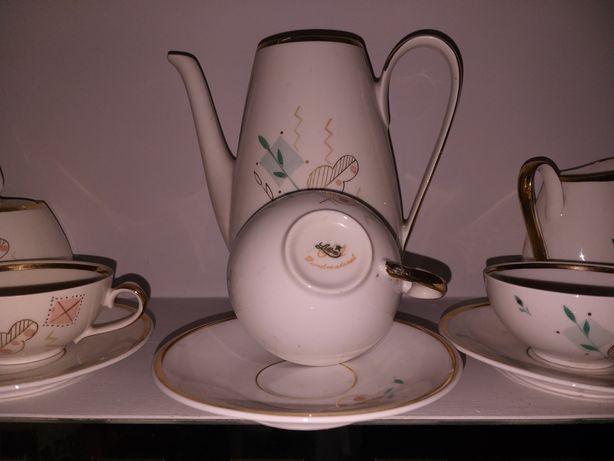Piękny serwis kawowy z porcelany z sygnaturą plus wazonik,popielniczka