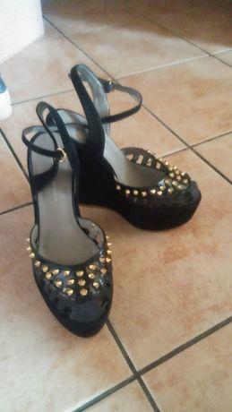 Eleganckie buty z odkryta pieta na platformie