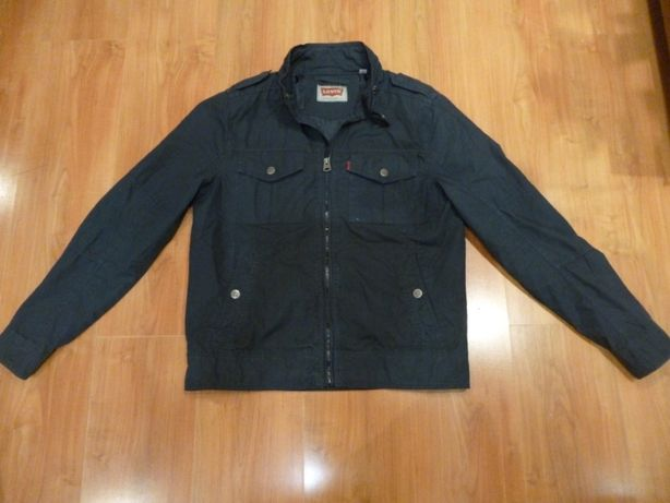 Легкая куртка levis