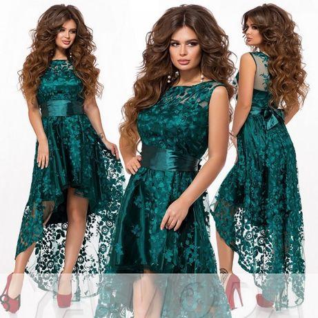Вечернее изумрудное атласное платье ассиметричное с вышивкой на сетке
