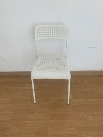 Cadeiras brancas Ikea