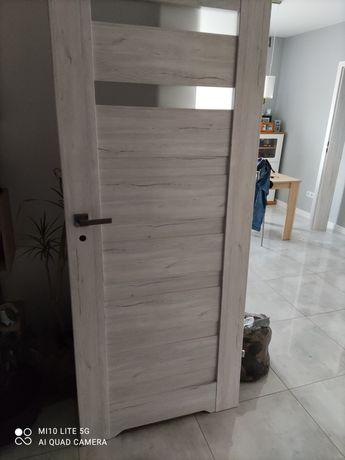 Drzwi z futryna regulowana typowe do łazienki