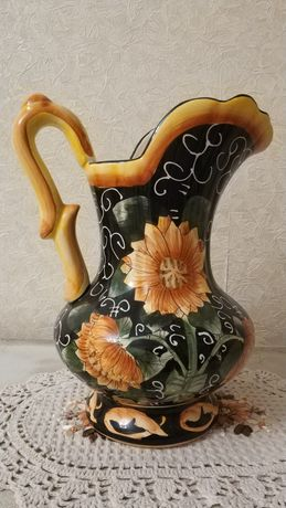 Продам вазу с ручкой из высококачественной керамики
