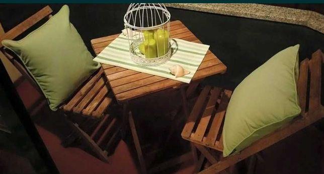 Conjunto mesa e duas cadeiras