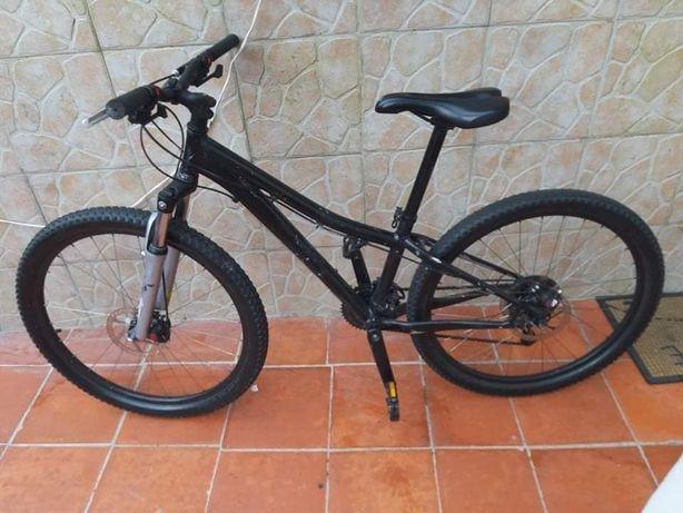 Vendo bicicleta roda 26 com travões de disco a frente e atrás