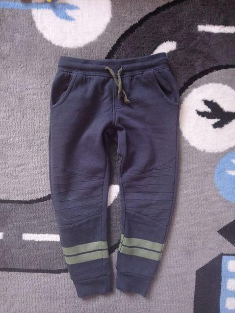 Spodnie dresowe , dresy