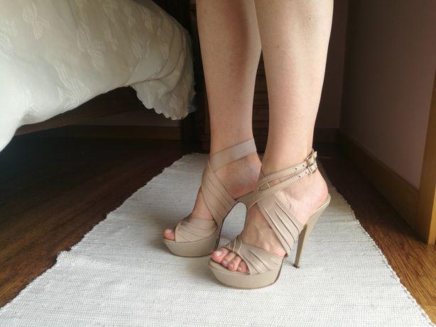 Sandálias bege Bagatt em pele